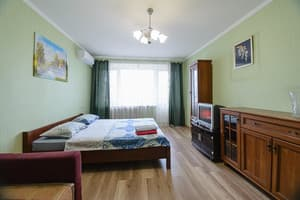 Hotels Kyiv. Hotel Apartment on Chervonoarmiis'ka Street, 76