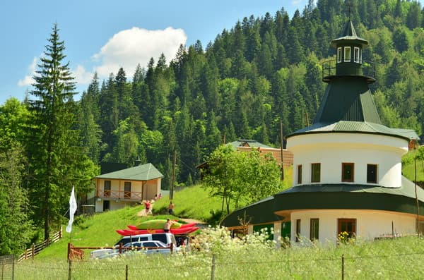 Tourist complex  Belyi Slon, Verkhovyna: photo, prices, reviews