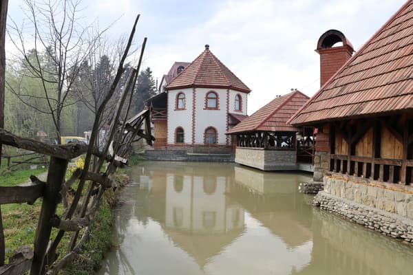 Hotel and restaurant complex Vorota Karpat, Yaremche: photo, prices, reviews