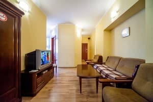 Hotels Kyiv. Hotel Apartment Three-room Junior Suite in city center