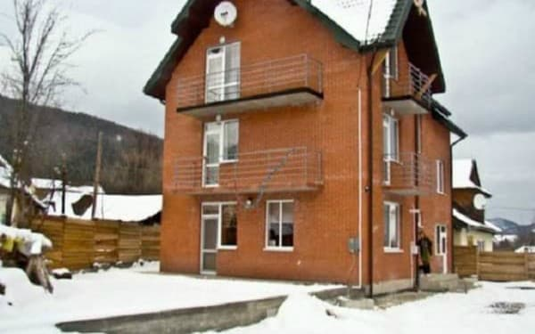 Guest Court Yaremche house, Yaremche: photo, prices, reviews