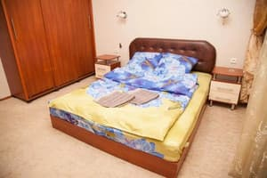 Hotels  Zaporizhia. Hotel 2 rooms Apartment 80 Nezalezhnoi Ukrainy Str. Luxury class. Center