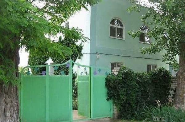 Private estate U Oksany on Shkolnaya Str, Khorly: photo, prices, reviews