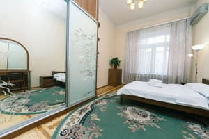 Hotels Kyiv. Hotel Hotel Lux Apartments on Shota Rustaveli Street, 20B