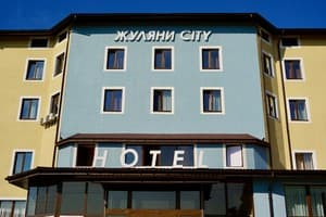 Hotels Kyiv. Hotel Zhuliany City