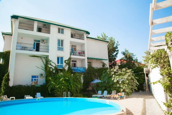 Boarding house Belaya akula, Zalizny Port: photo, prices, reviews