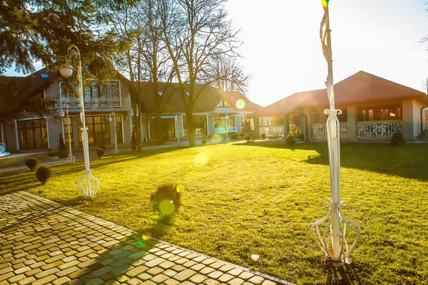 Hotel and restaurant complex Provans, Bohorodchany: photo, prices, reviews