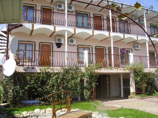 Guest Court Uskut , Sudak: photo, prices, reviews