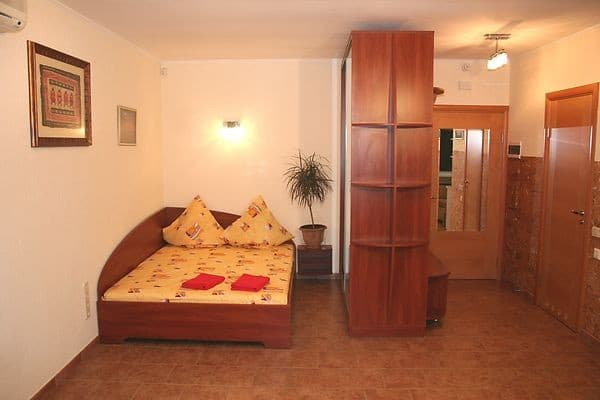 Apartment Renthotel on Nikolsko-Botanicheskaya Street, Kyiv: photo, prices, reviews