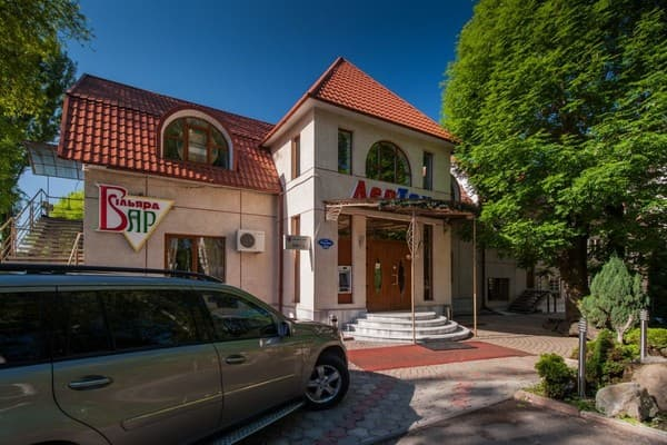 Hotel LeoTon, Chernivtsi: photo, prices, reviews