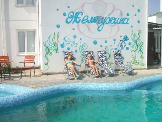 готелі кирилівки з басейном