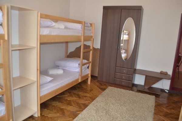 Hostel Pelican , Chernivtsi: photo, prices, reviews