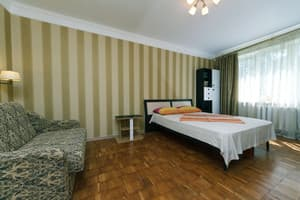 Hotels Kyiv. Hotel Apartment on Lunacharskoho Street, 7