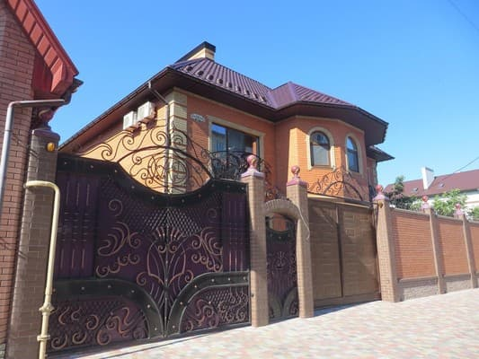 Guest Court Italiyska Street,  Berdiansk: photo, prices, reviews
