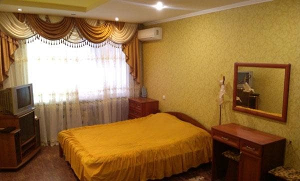 Apartment Alexandr Apartments ul.Griboedova 61/1, Cherkasy: photo, prices, reviews