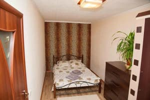 Hotels  Zaporizhia. Hotel 2 rooms Apartment on Patriotychna str 61. Center