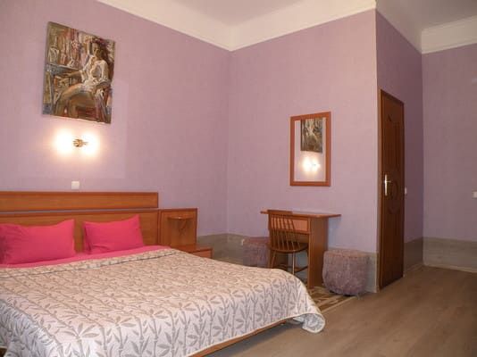 Mini hotel on Kropivnizkogo, Kyiv: photo, prices, reviews