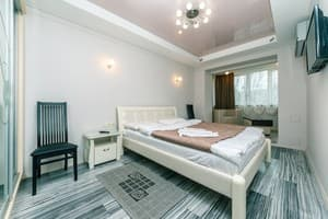 Hotels Kyiv. Hotel Big Lux Rent on Lesi Ukrainky Str