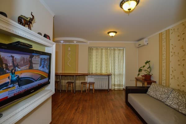 Apartment Domashniy uyut on Svobody Str, Khmelnytskyi: photo, prices, reviews