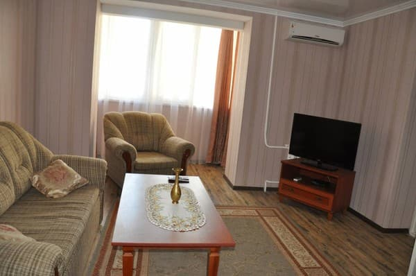 Apartment on Kirova Str,  Melitopol: photo, prices, reviews