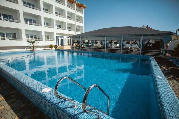 Відпочинок в Затоці з басейном