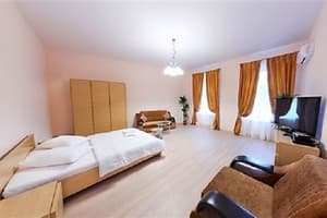 Hotels Kyiv. Hotel Apartment Lva Tolstoho Street, 11 (4th floor)