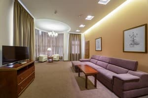 Hotels . Hotel Suite (DBL, Sofa, City view).