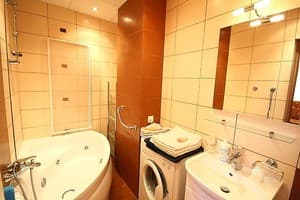 Hotels . Hotel One-room Apartment on Lesi Ukrainky Str, 43, fl. 11a.