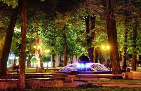 Фонтан у сквері біля площі Європейської